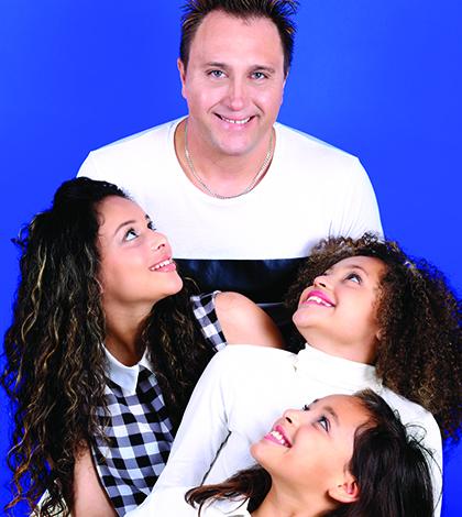 """Ganhadores da """"capa"""" da edição de Junho Wanderley e suas filhas"""