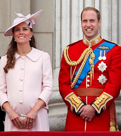 William e Kate agradecem mensagens para novo bebê real