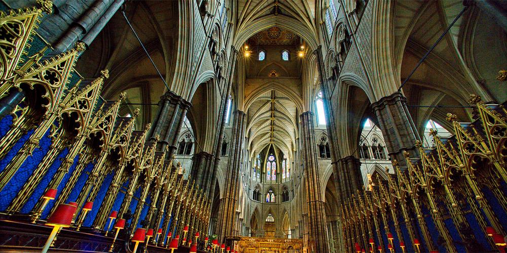 Gucci faz desfile na Abadia de Westminster
