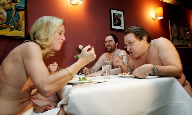 Conheça o primeiro restaurante nudista de Londres