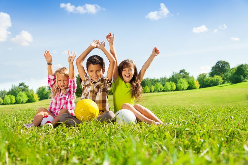 Atividade física no parque com crianças