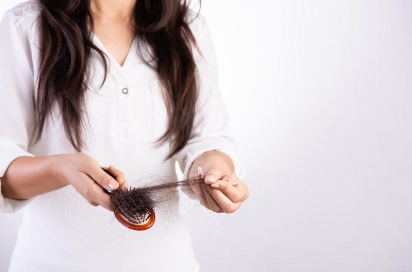 Seus cabelos estão caindo mais que o normal nesse período de quarentena?